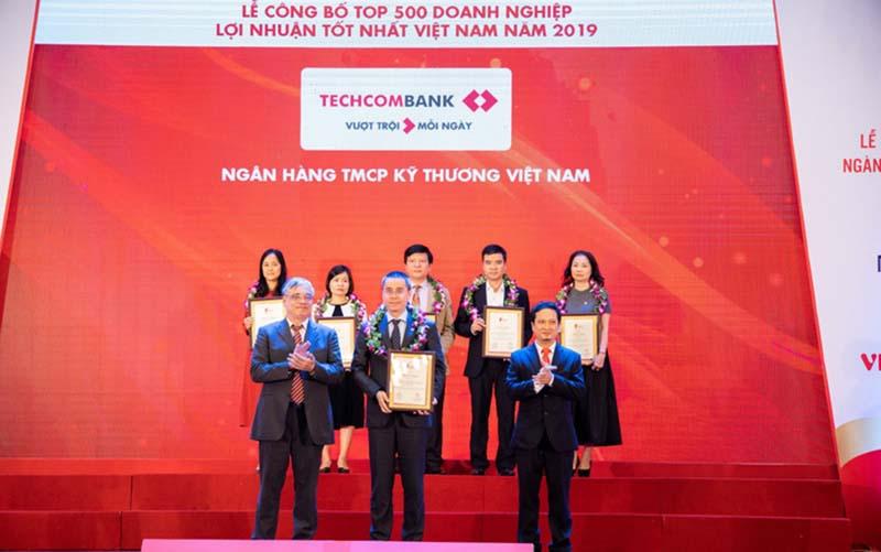 Ngân hàng Techcombank luôn được xếp trong TOP đầu về sản phẩm dịch vụ và chất lượng phục vụ