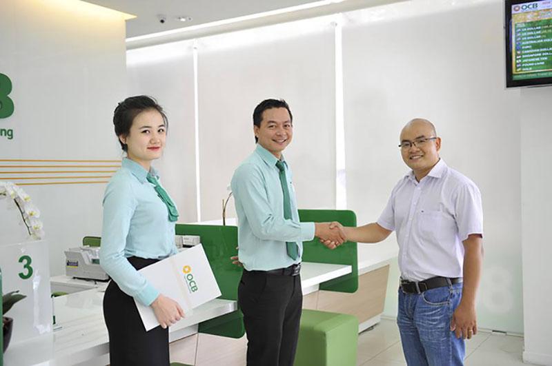Ngân hàng Phương Đông cung cấp các sản phẩm dịch vụ đến khách hàng cá nhân và khách hàng doanh nghiệp