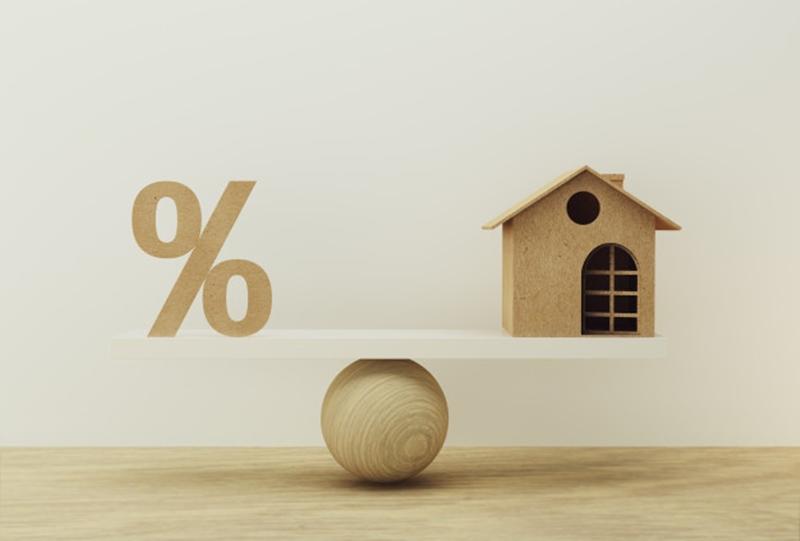 Thay vì cân nhắc vấn đề lãi suất các bạn nên tham khỏa để tìm kiếm một đơn vị cho vay phù hợp với điều kiện của mình và có lợi khoản vay tốt nhất