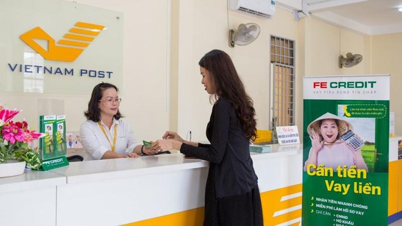 Sản phẩm vay tiền mặt tại bưu điện kết hợp với FE Credit là một trong những dịch vụ được khách hàng ưa chuộng nhất bởi thủ tục đơn giản, giải ngân nhanh chóng
