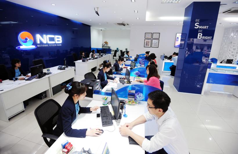 Khách hàng giao dịch tại NCB